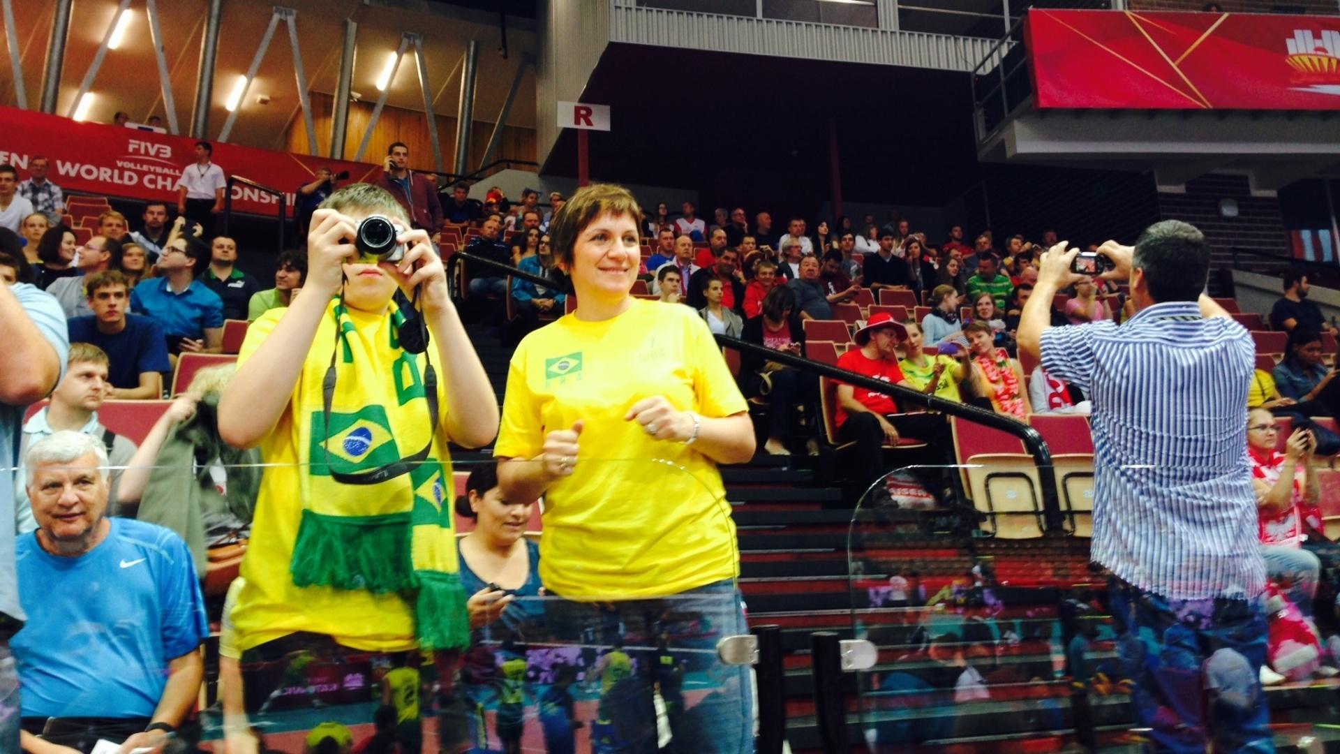 01.set.2014 - Torcedores brasileiros acompanham a estreia no Mundial contra a Alemanha