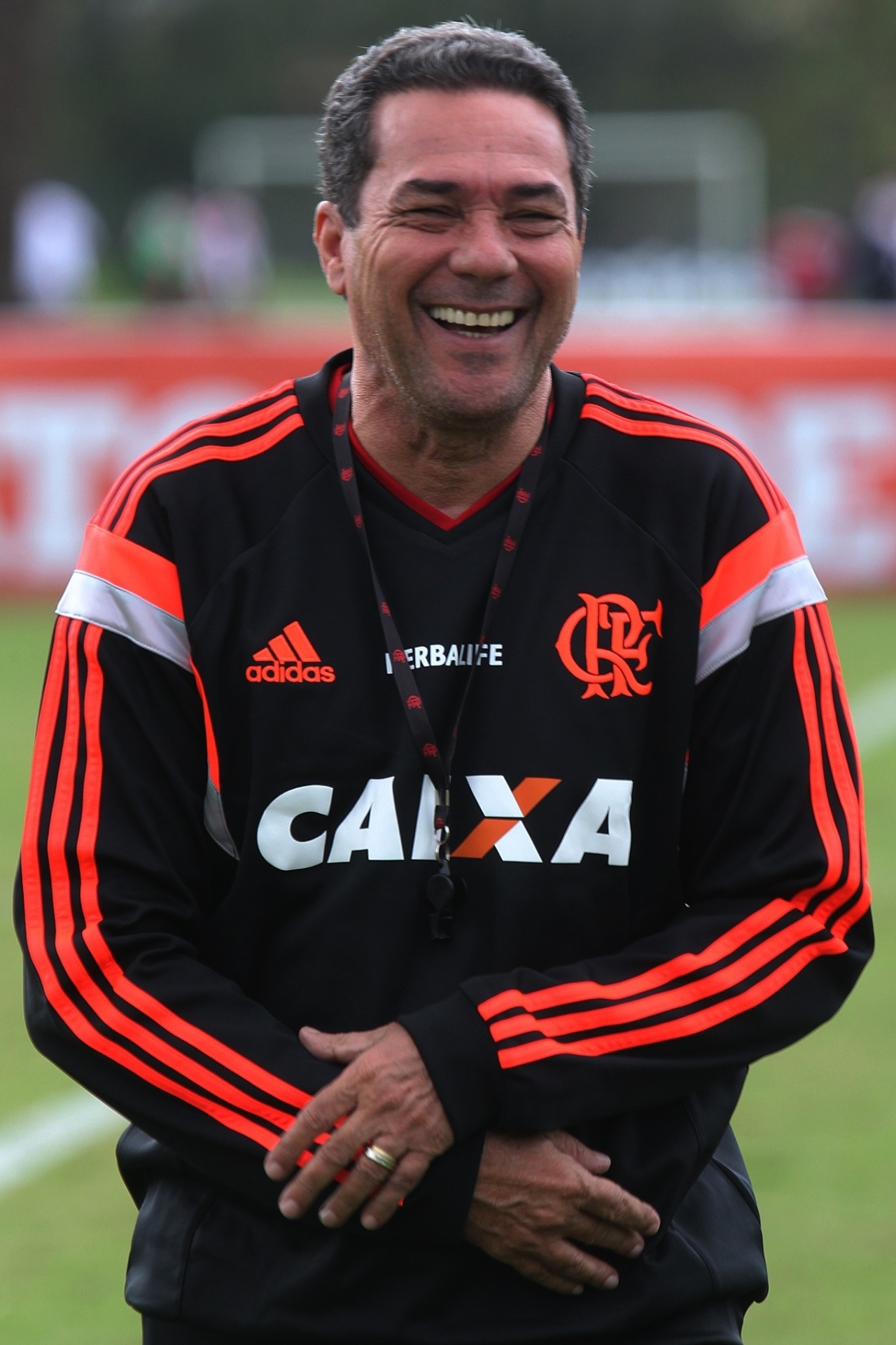 Vanderlei Luxemburgo sorri durante treinamento do Flamengo no CT Ninho do Urubu