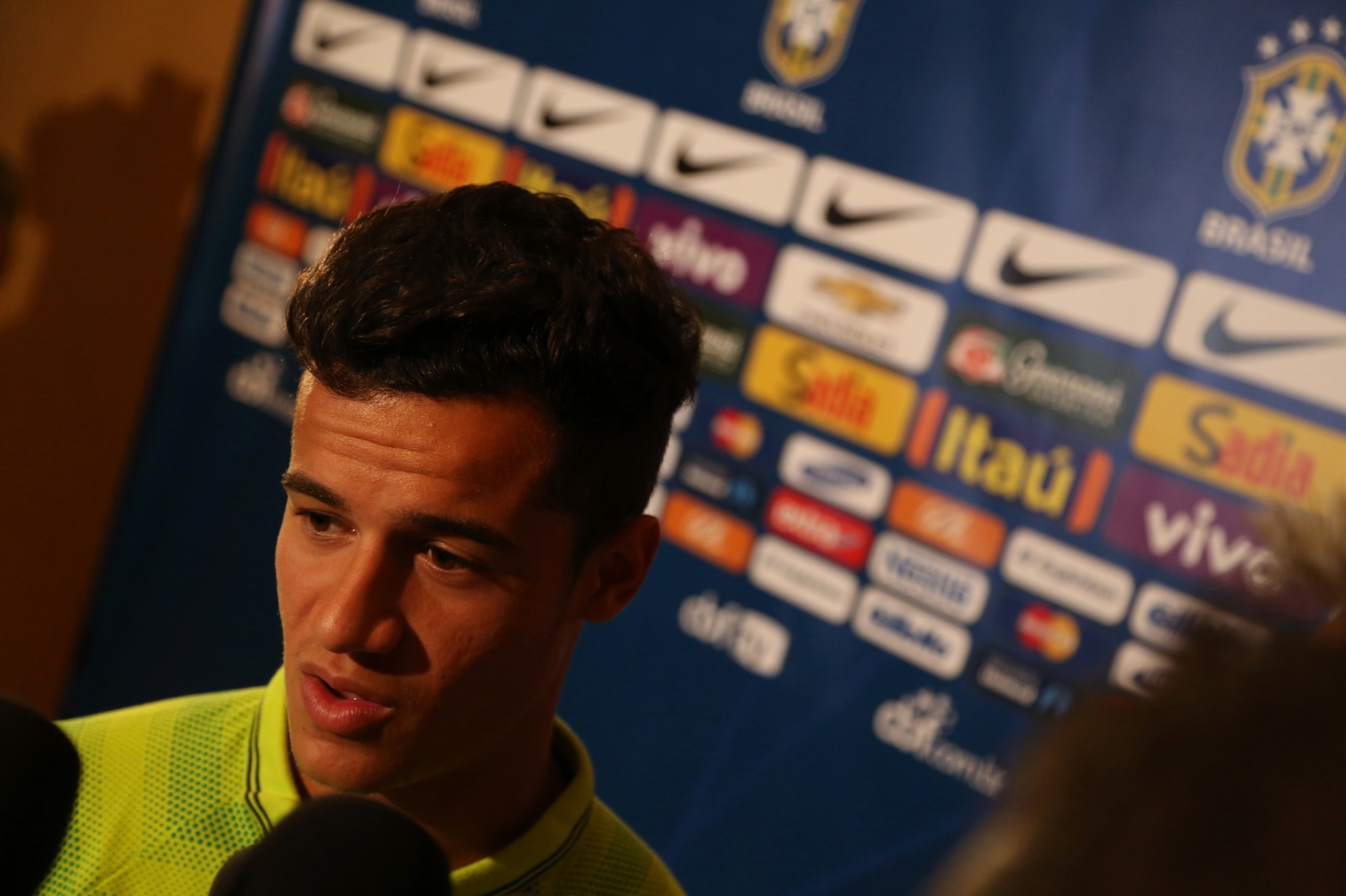 02. set. 2014 - Philippe Coutinho fala com a imprensa, em coletiva da seleção brasileira, em Miami, nesta terça (2)