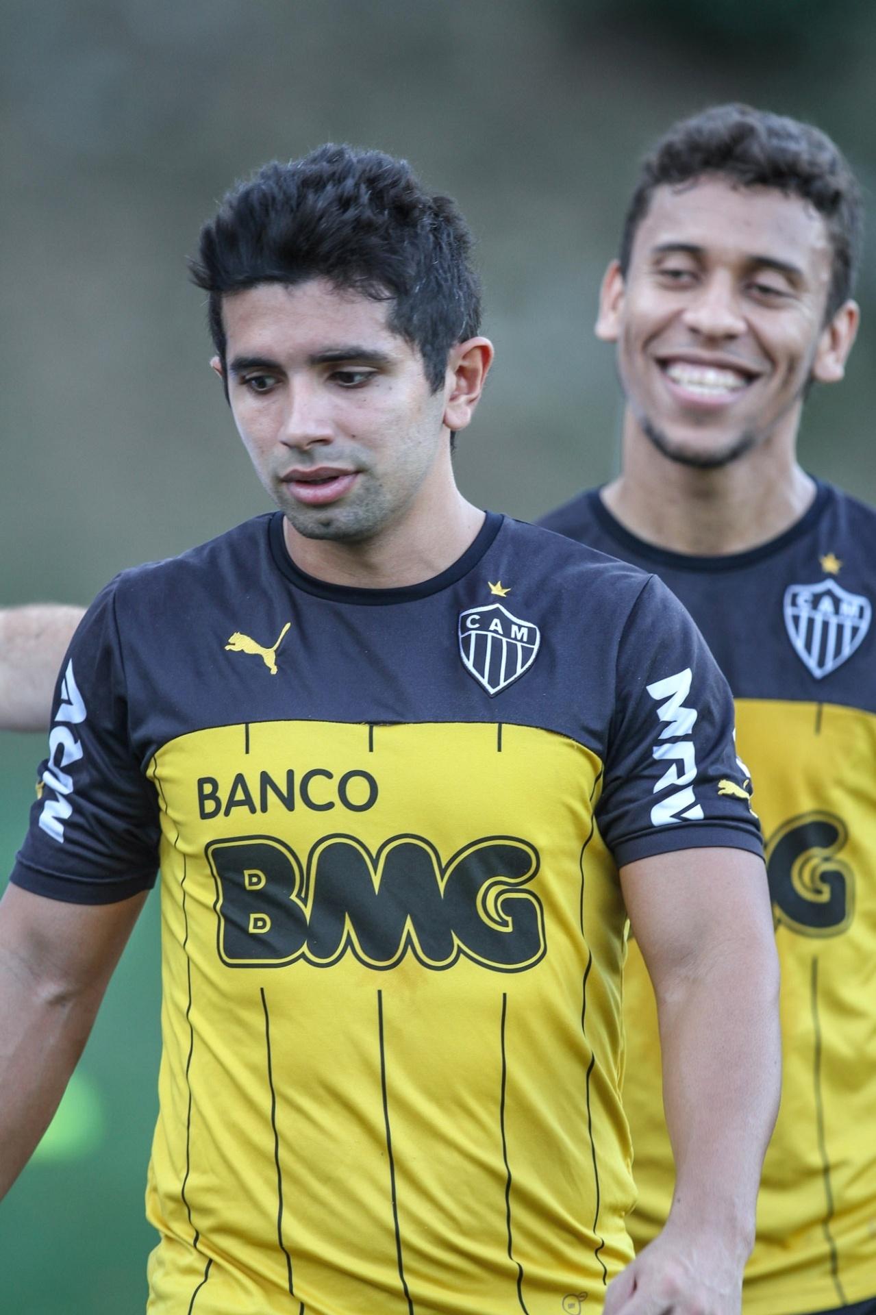 2 Set. 2014 - Guilherme e Marcos Rocha durante treino do Atlético-MG na Cidade do Galo