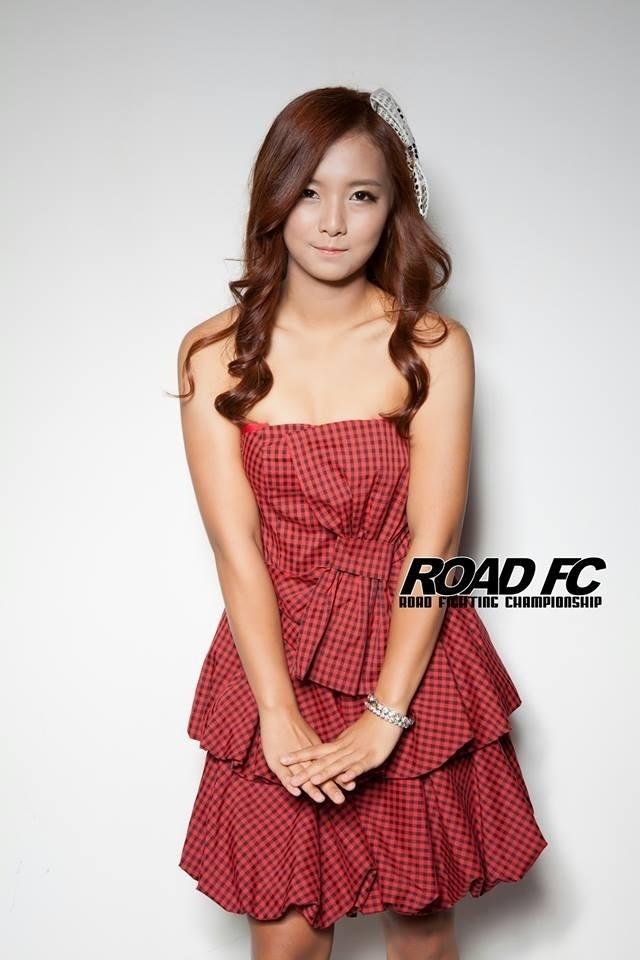 Song Ga Yeon como ring girl