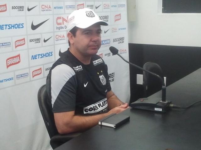 Enderson Moreira, inclusive, levou o seu bloquinho para a sala de imprensa