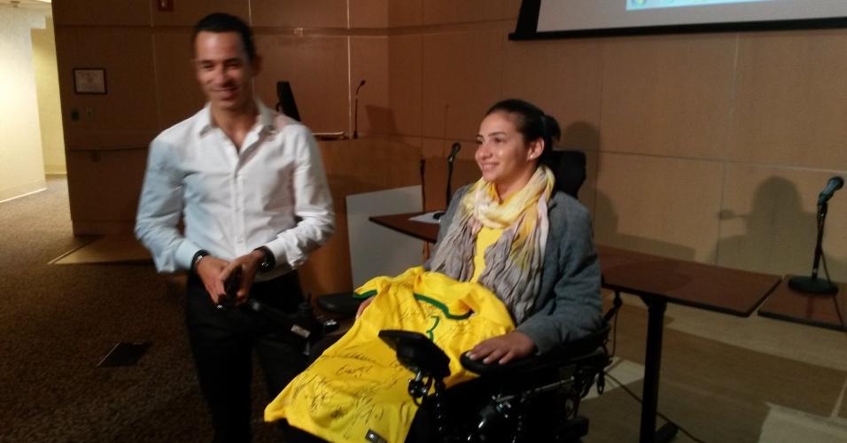 Laís Souza foi homenageada pela seleção brasileira de futebol nos EUA