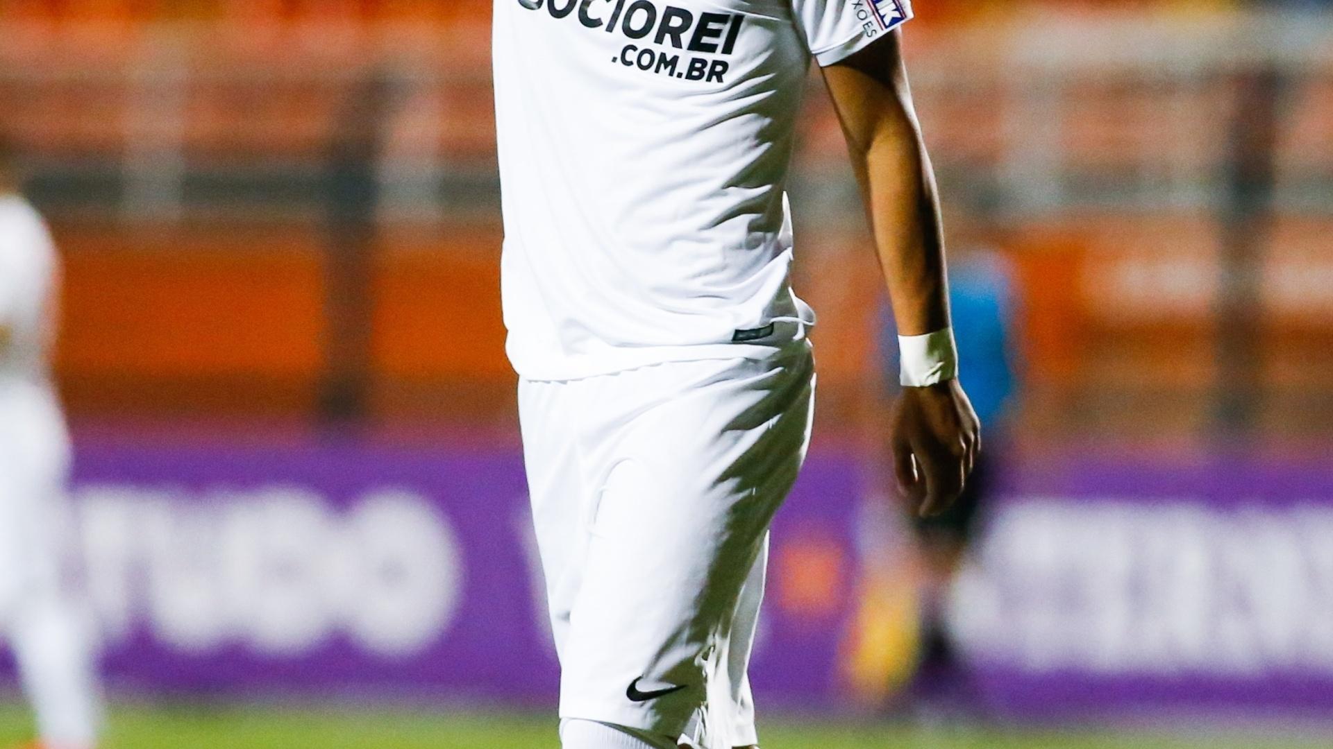 Gabriel lamenta chance desperdiçada pelo Santos na partida contra o Vitória pelo Brasileirão