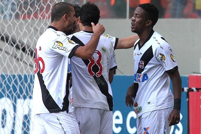 Jogadores do Vasco comemoram gol contra o América-MG pela Série B