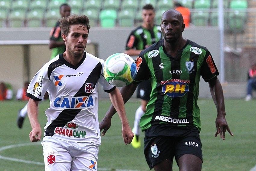 Maxi Rodríguez faz jogada para o Vasco contra o América-MG pela Série B