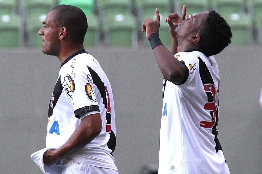 Thalles comemora gol do Vasco contra o América-MG pela Série B