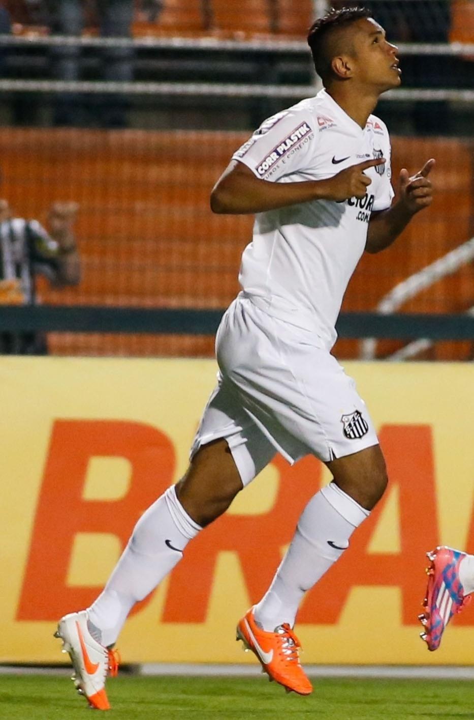 06. set. 2014 - David Braz comemora gol marcado contra o Vitória, pelo Campeonato Brasileiro