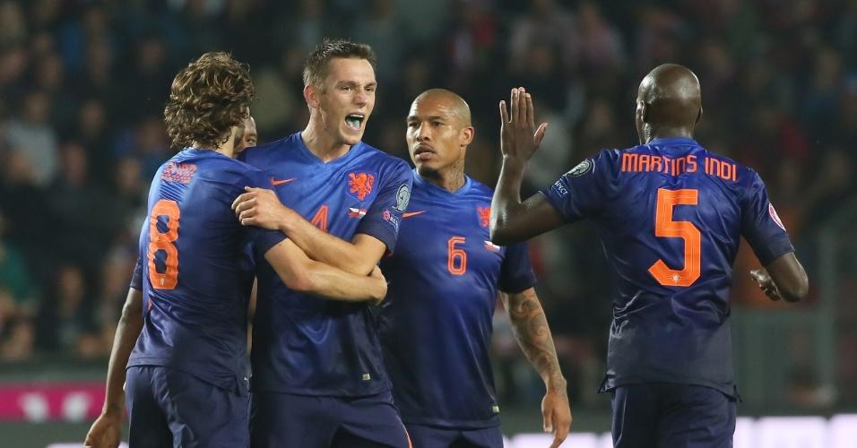 09. set. 2014 - Stefan de Vrij grita e comemora o gol da Holanda pelas Eliminatórias da Euro