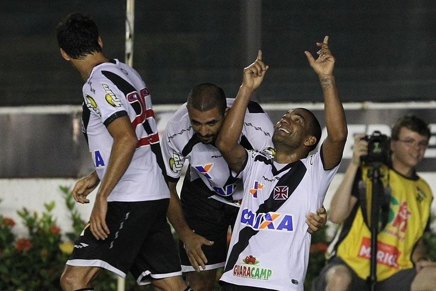 09.set.2014 - Rodrigo comemora gol do Vasco diante do Luverdense