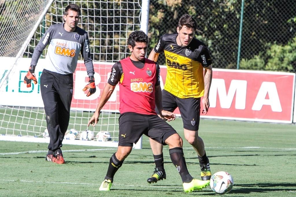 10 Set. 2014 - Atacante Guilherme participa de treino do Atlético-MG na Cidade do Galo