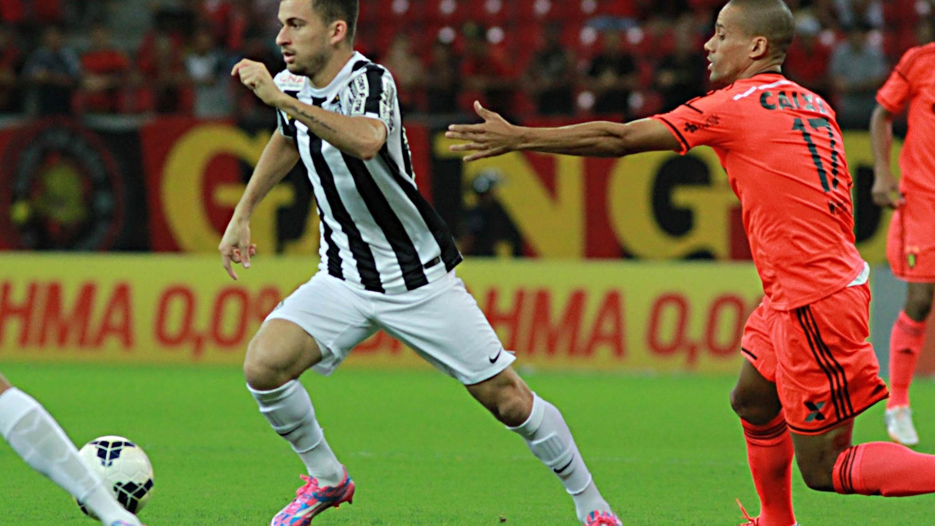 Lucas Lima faz partida pelo Santos contra o Sport pelo Brasileirão