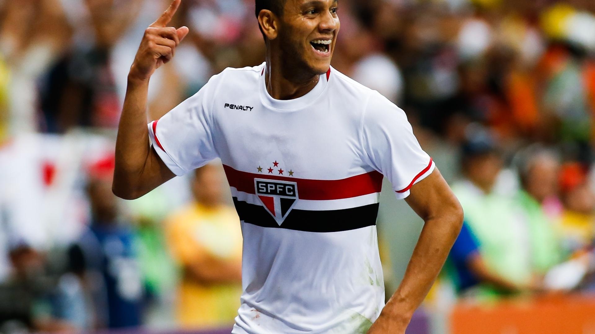 Souza comemora gol do São Paulo contra o Botafogo pelo Brasileirão