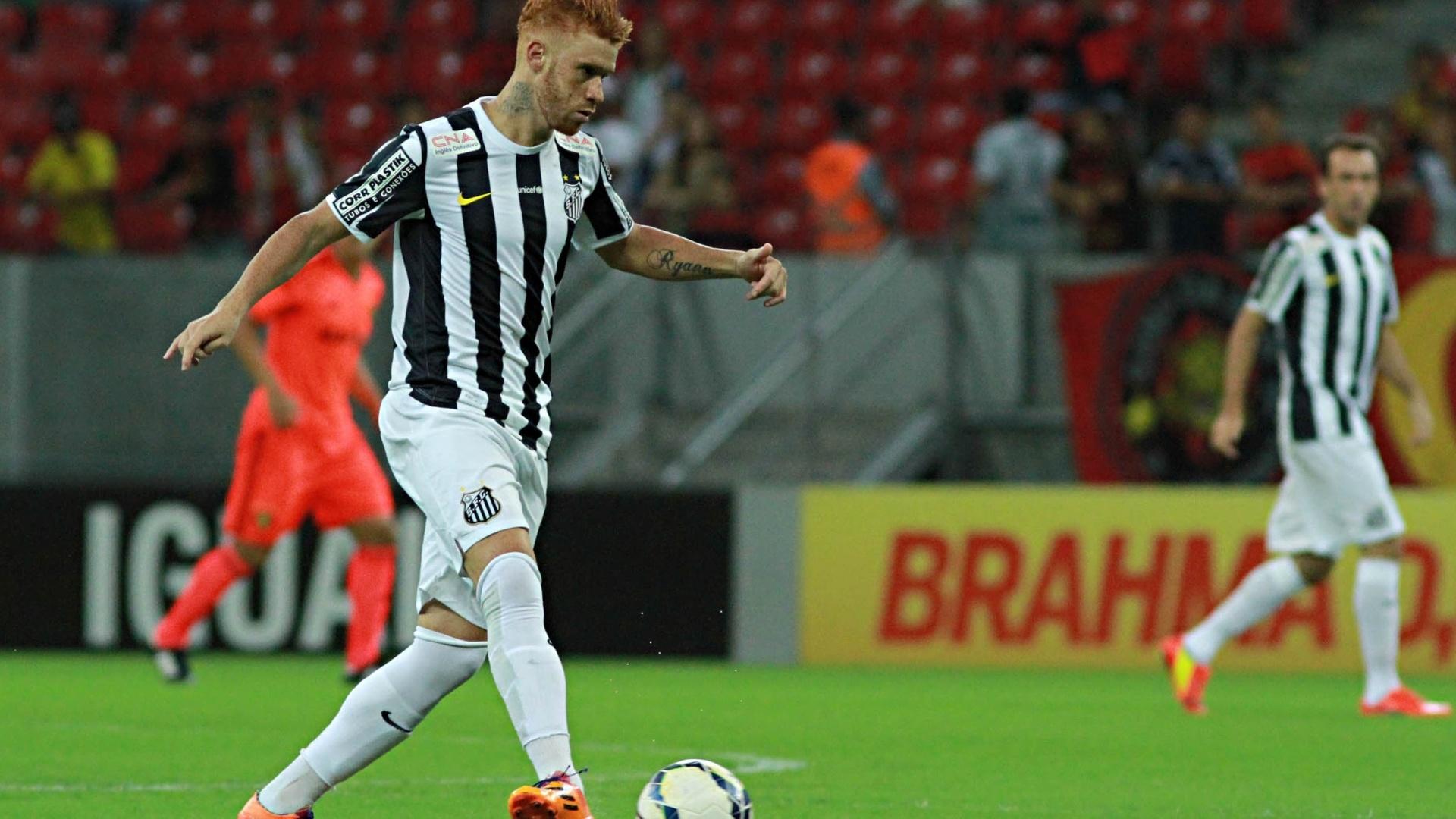 Souza faz jogada pelo Santos contra o Sport pelo Brasileirão