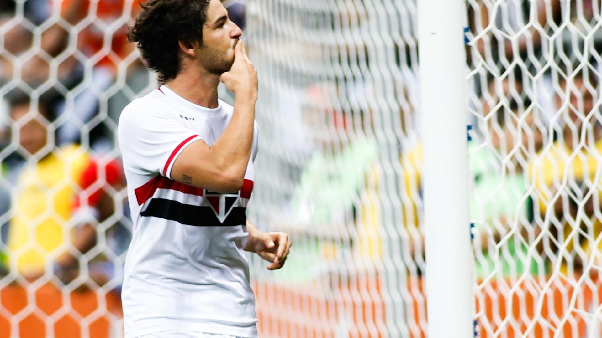 Alexandre Pato comemora gol pelo São Paulo contra o Botafogo pelo Brasileirão