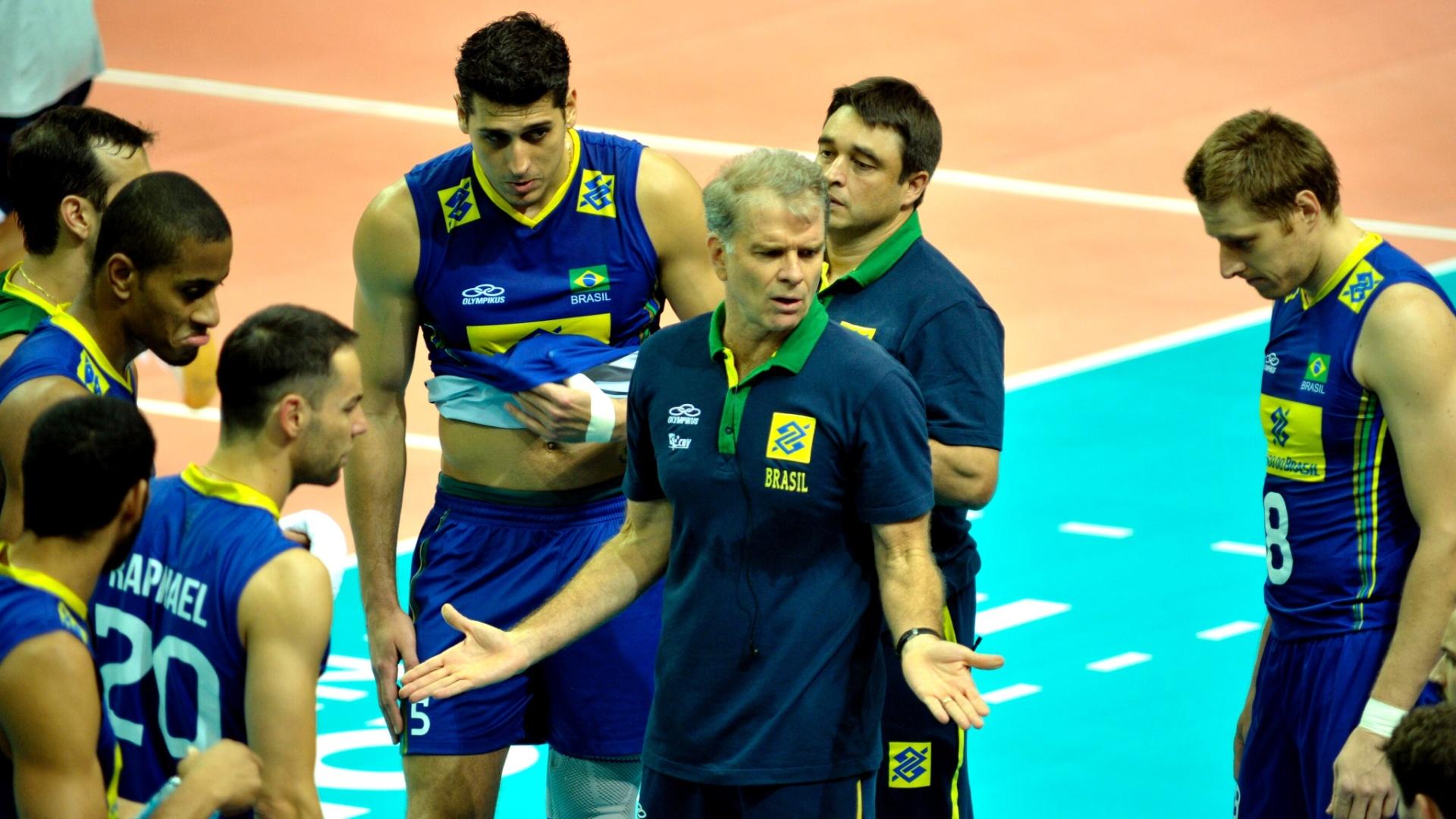 Bernardinho orienta seleção brasileira