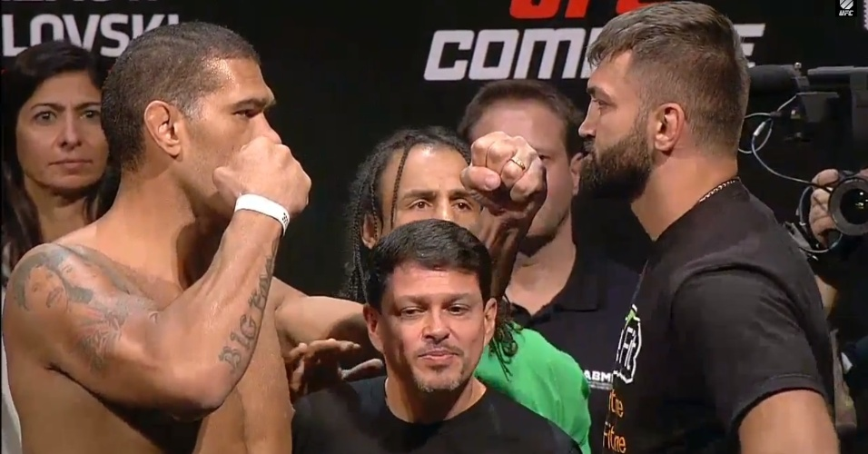 12.set.14 - Pilhado, Pezão faz encarada tensa com ex-campeão do UFC e bate peso