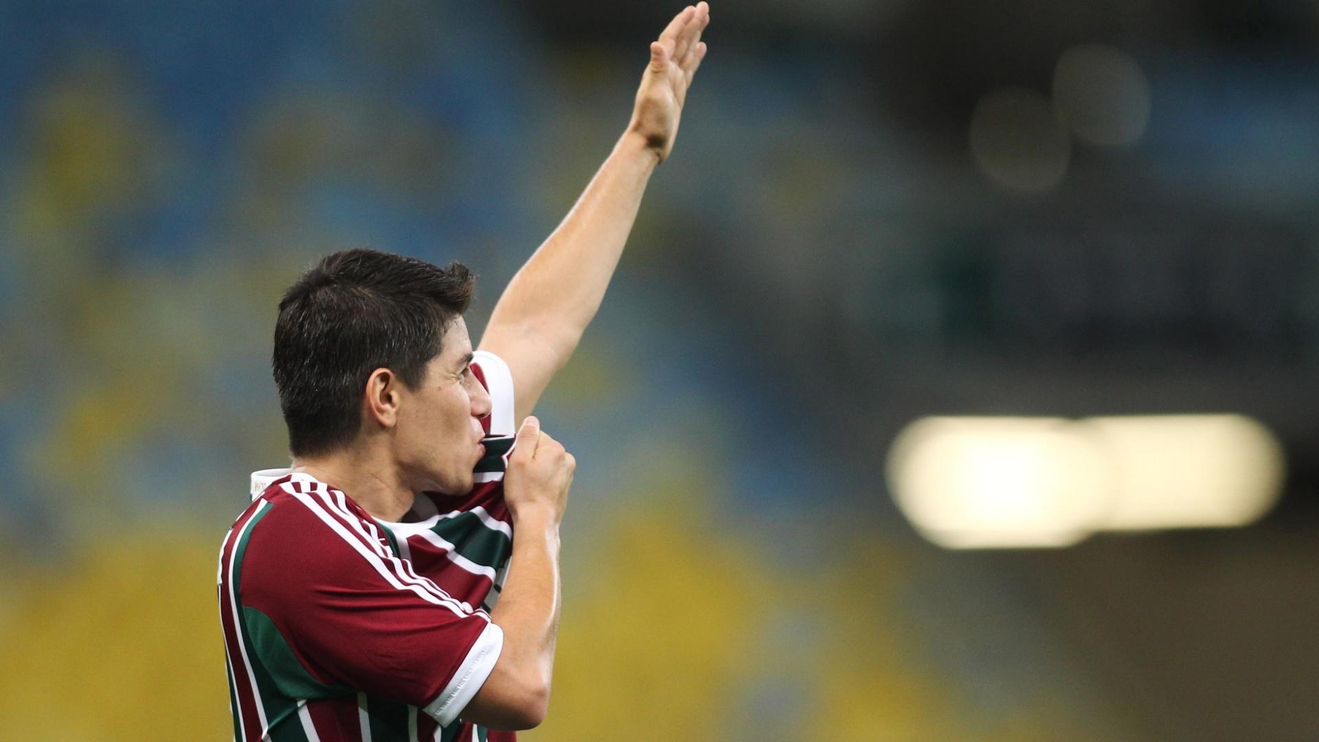 Conca fez o terceiro gol do Fluminense, em cobrança de falta