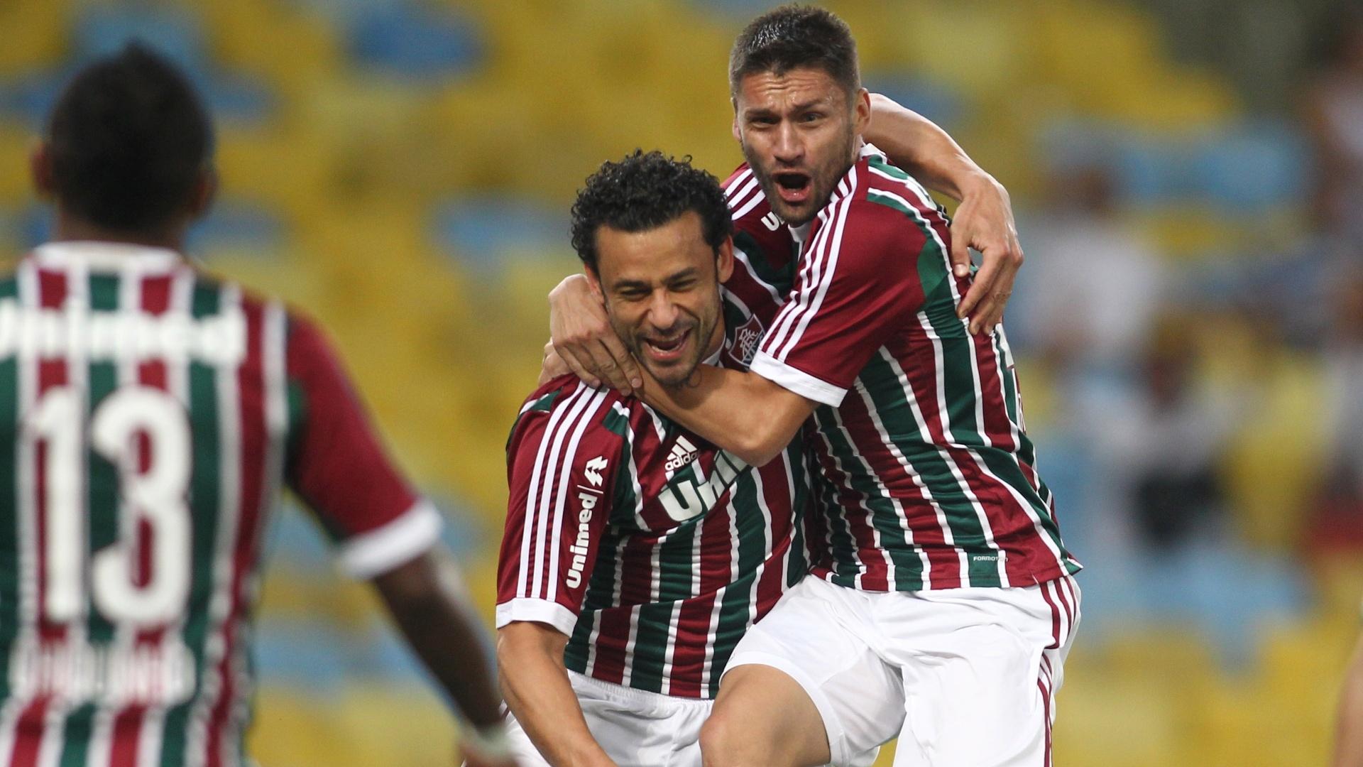 Fred e Rafael Sóbis comemoram gol do Fluminense contra o Palmeiras