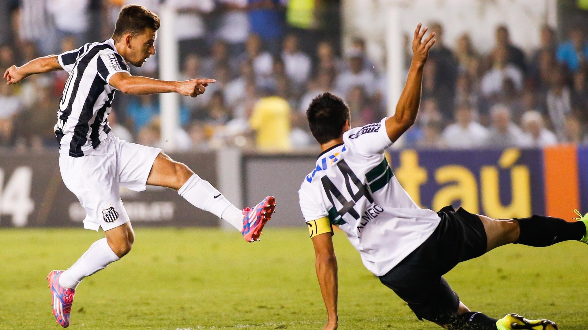 Lucas Lima acerta lindo chute de perna esquerda e marca um golaço