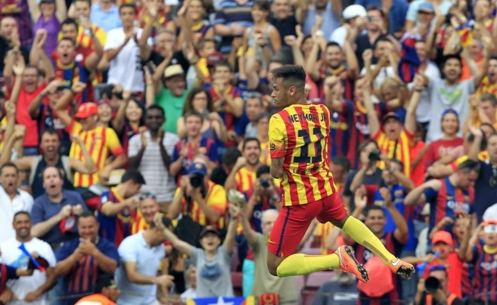 Neymar salta para comemorar o primeiro do Barcelona sobre o Athletic Bilbao pelo Campeonato Espanhol