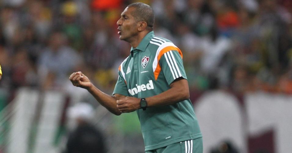 Técnico Cristovão Borges orienta o Fluminense no Maracanã