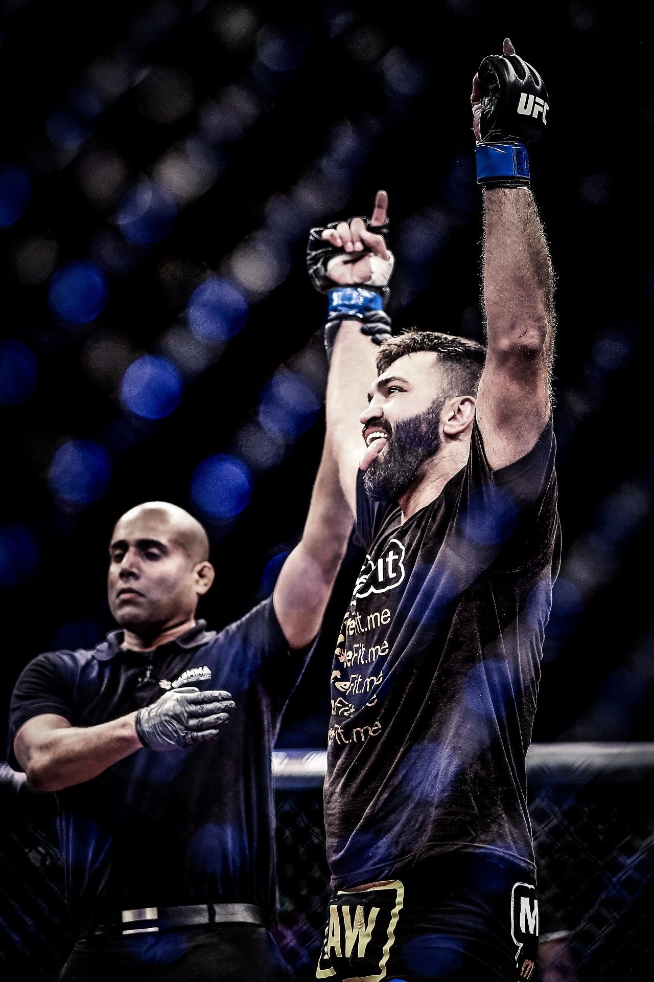 Andrei Arlovski é saudado como vencedor do card principal do UFC Brasília