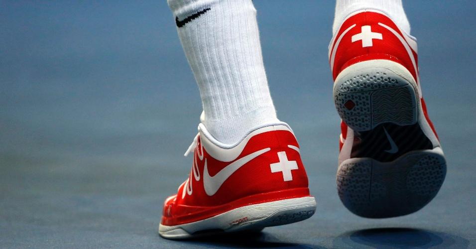 Detalhe do tênis suíço de Roger Federer, na semifinal contra a Suíça