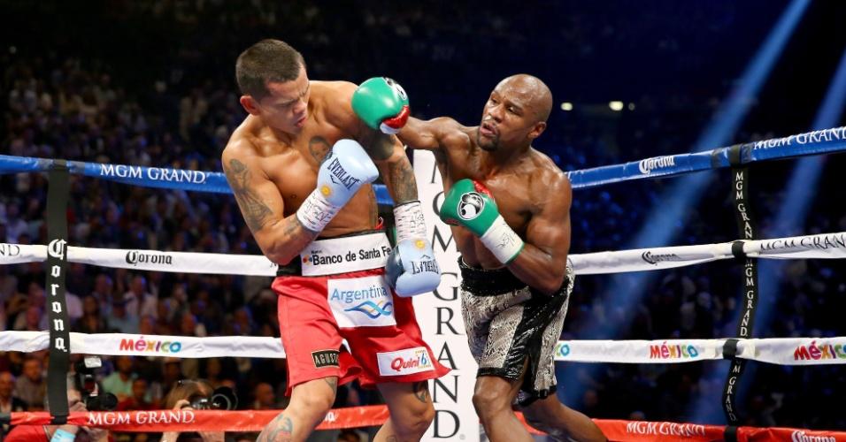 Floyd Mayweather acerta golpe contra Marcos Maidana