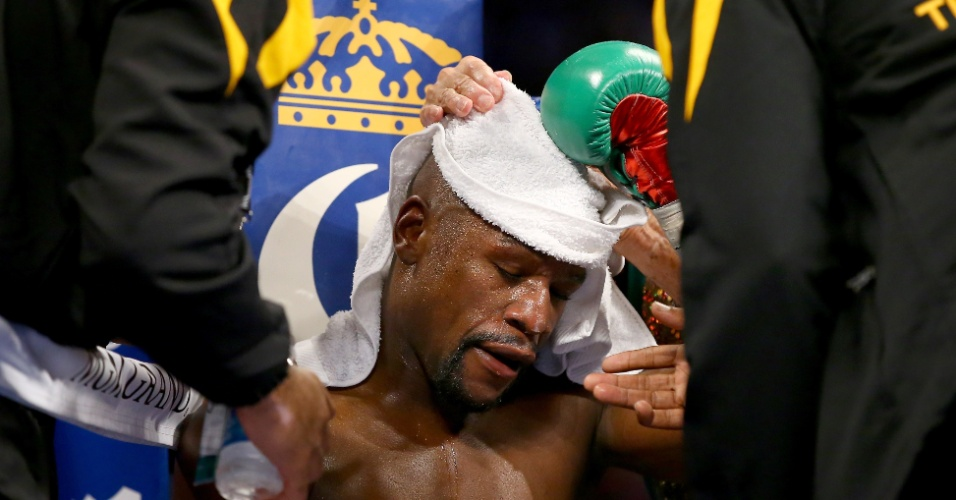 Floyd Mayweather durante o intervalo da luta contra Marcos Maidana