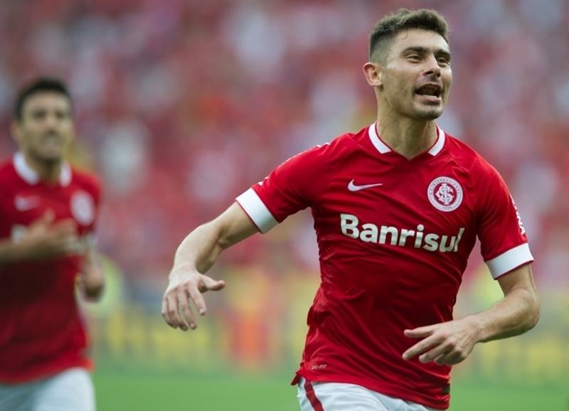 Alex comemora gol do Internacional