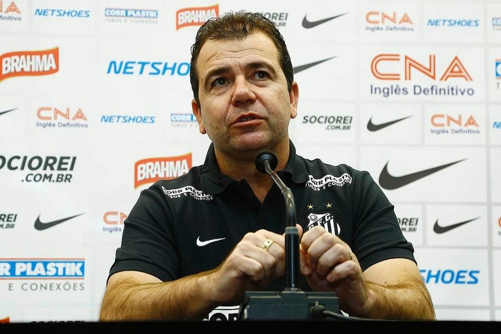 Enderson Moreira em entrevista coletiva