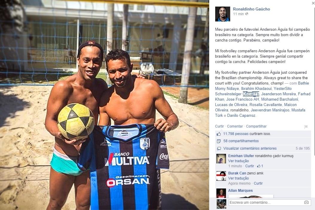 16. set. 2014 - Ronaldinho Gaúcho joga futevôlei no México
