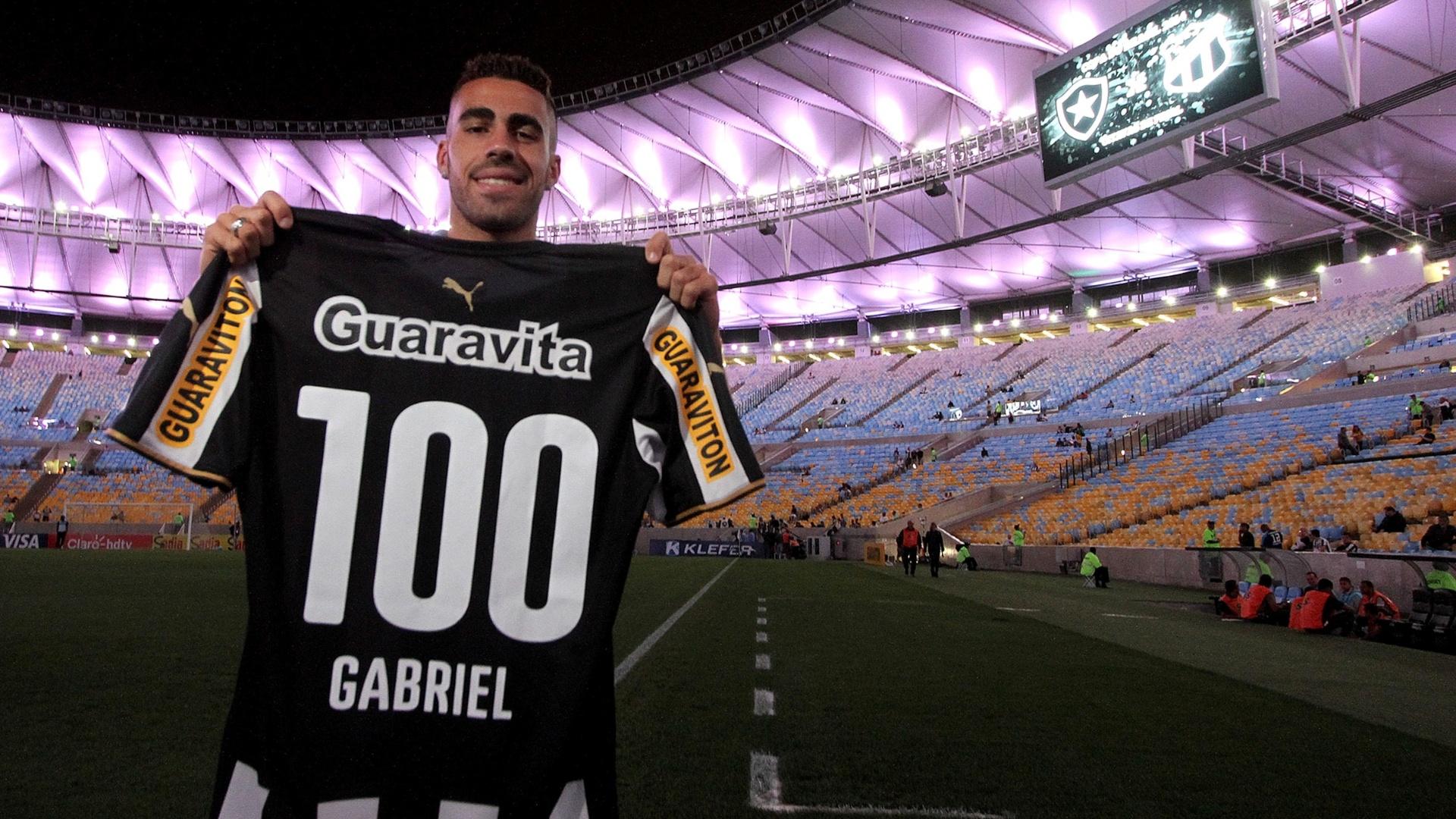 Gabriel comemora 100 jogos pelo Botafogo contra o Ceará, pela Copa do Brasil