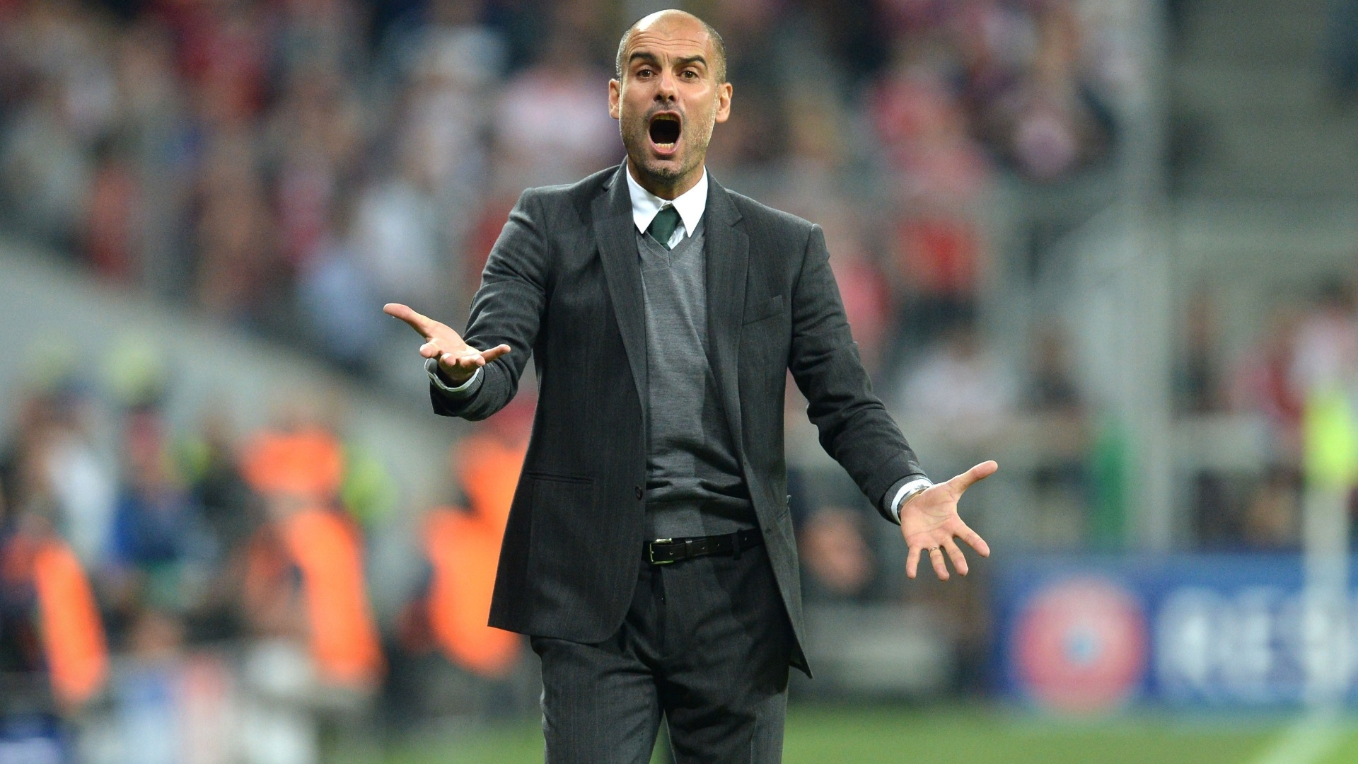 Guardiola reclama de lance em jogo do Bayern de Munique contra o Manchester City