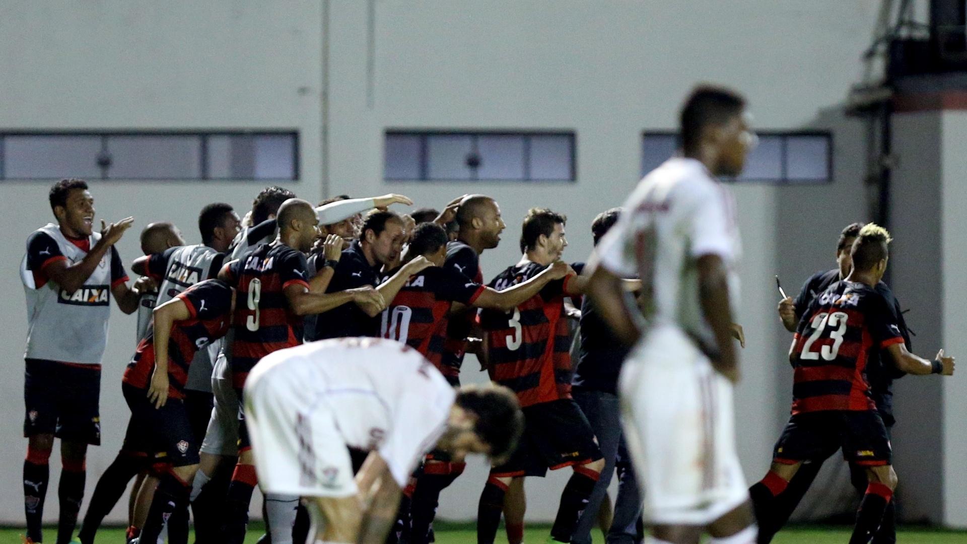Jogadores do Vitória comemoram gol contra o Fluminense pelo Brasileirão