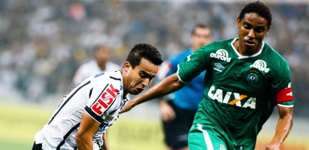 Destaque no início da Libertadores, Jadson deve ter saída oficializada nesta terça