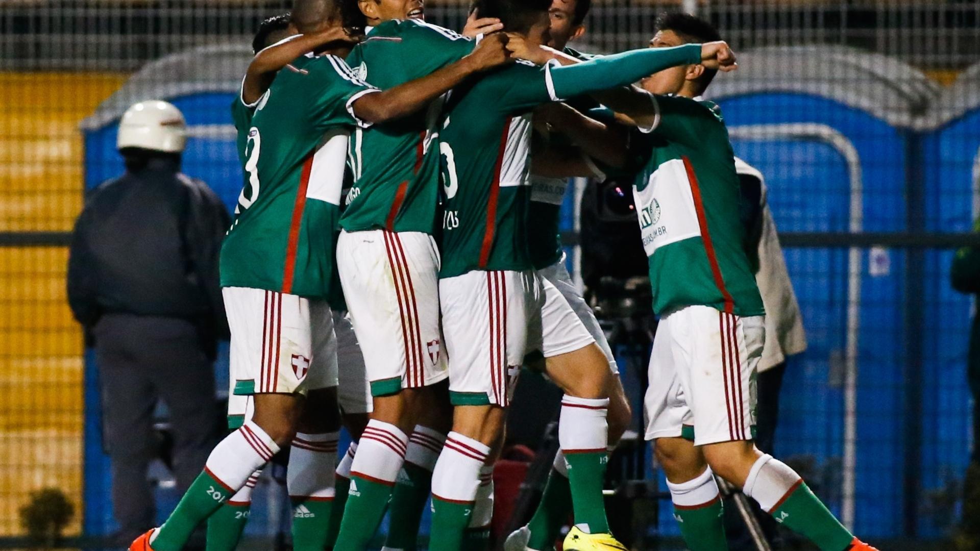 Jogadores do Palmeiras comemoram gol contra o Flamengo pelo Brasileirão