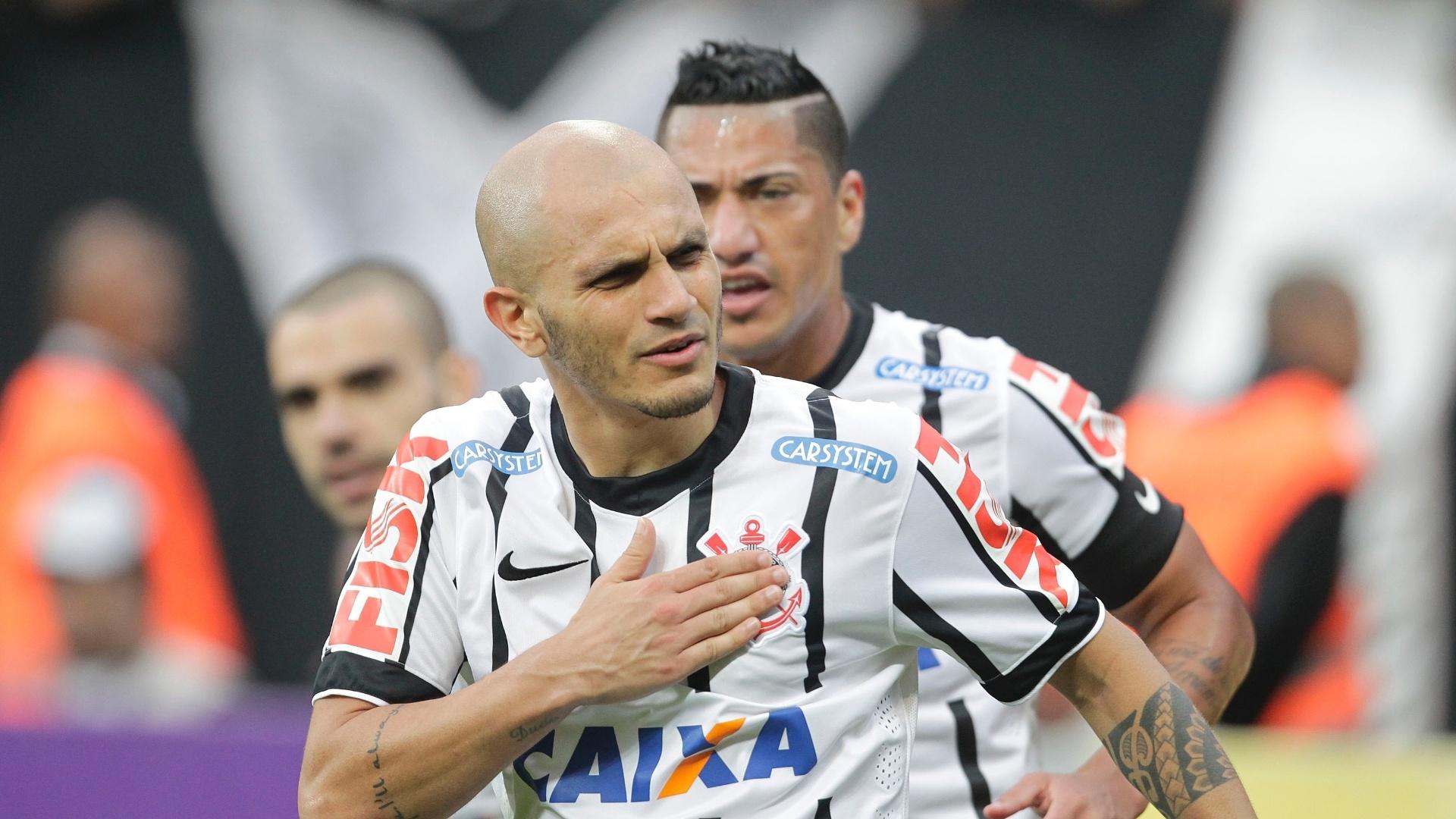 Fábio Santos comemora gol do Corinthians com os companheiros