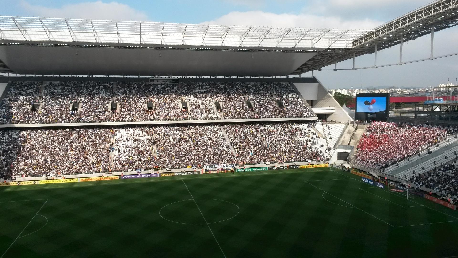 Itaquerão recebe bom público para Corinthians e São Paulo. É a primeira vez que o clássico será disputado no novo estádio