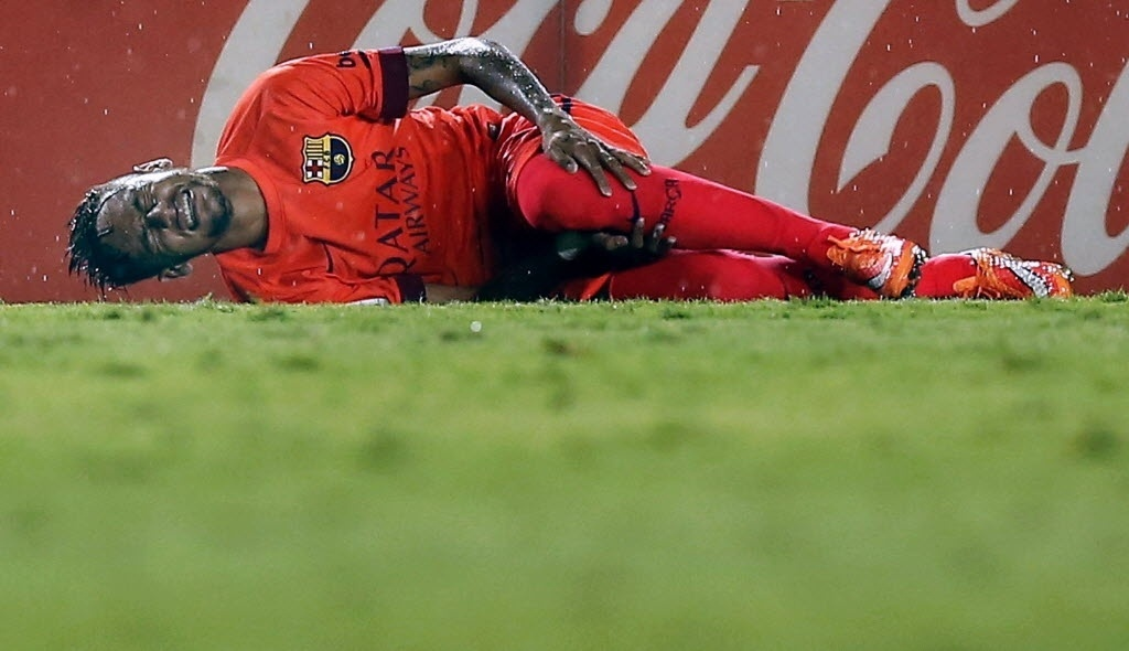Neymar foi substituído depois de machucar a perna esquerda