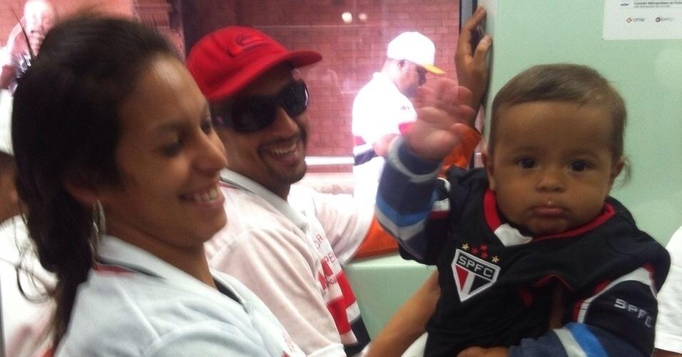 Pequeno torcedor do São Paulo e família vão ao Itaquerão para o clássico e registram o momento
