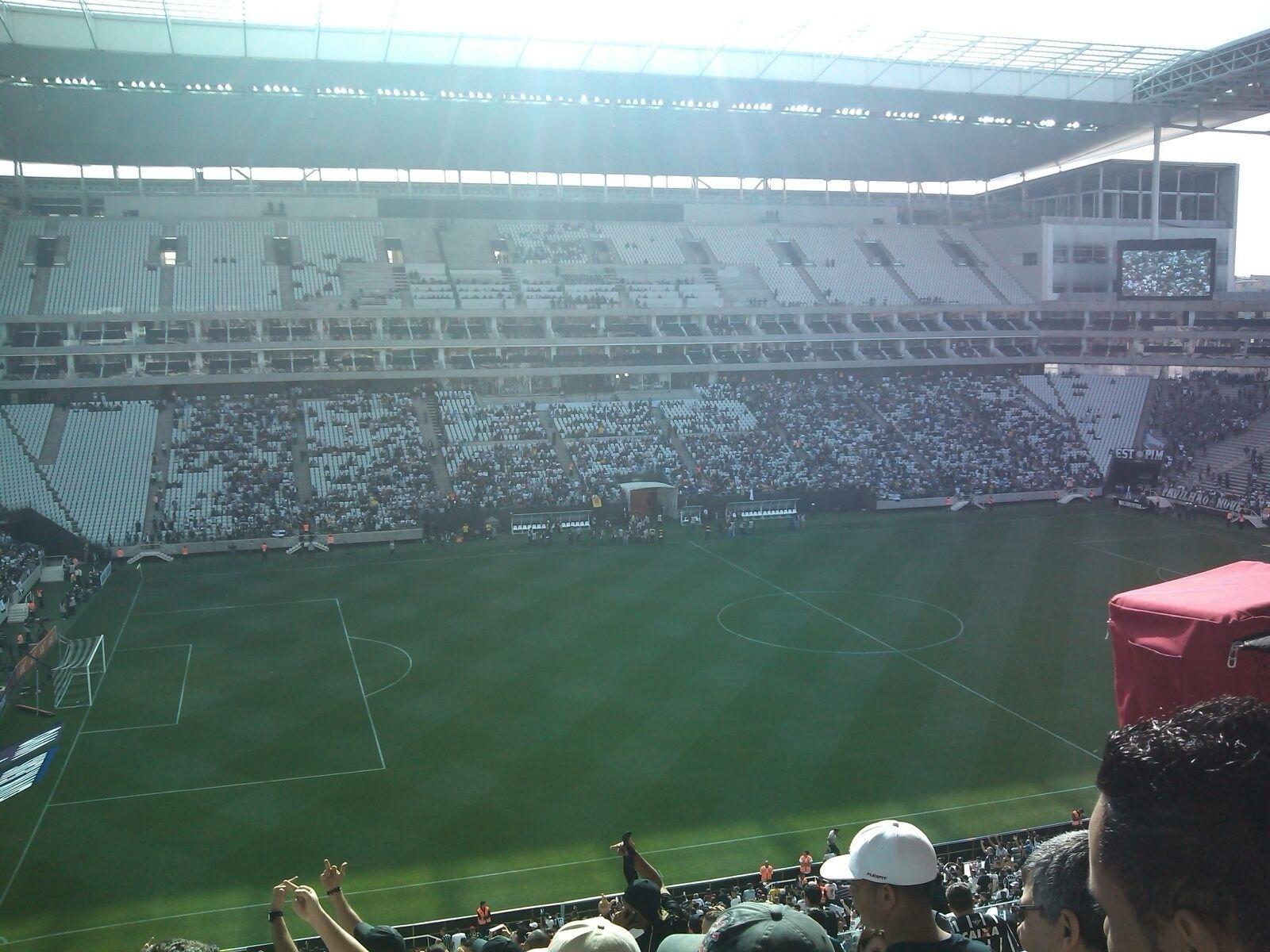 Um internauta enviou para o UOL Esporte uma imagem antes da torcida preencher todas os lugares do estádio