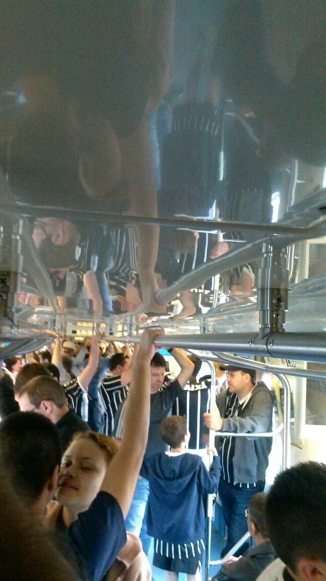 Torcedor mostra o metrô a caminho do clássico e informa: transporte estava tranquilo
