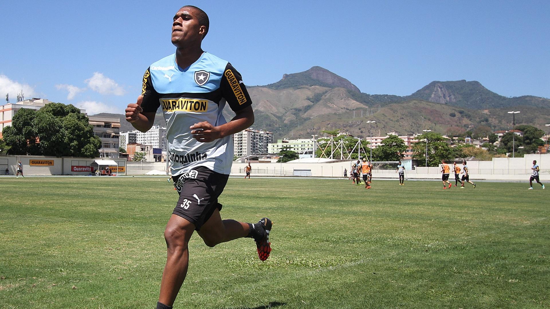23 set. 2014 - Atacante Murilo participa de treinamento no Engenhão, ao lado de companheiros do Botafogo