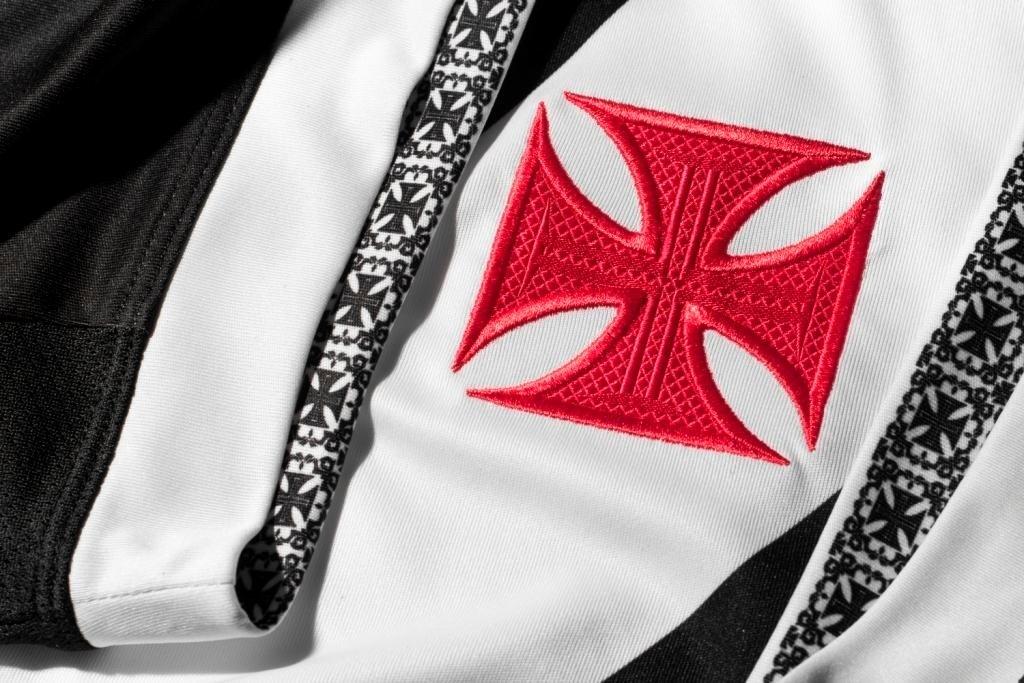 23 set. 2014 - Fornecedora Umbro mostra detalhes da camisa do Vasco
