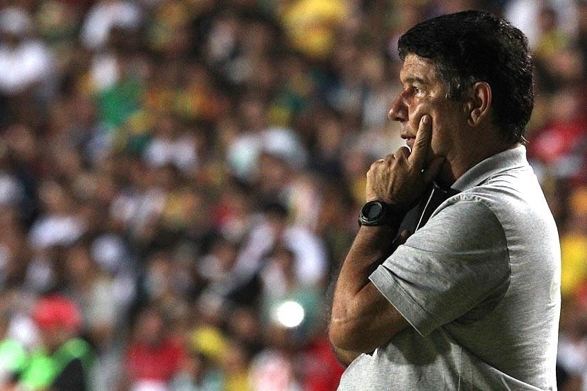 Joel Santana comanda o Vasco na partia contra o Sampaio Corrêa no Maranhão