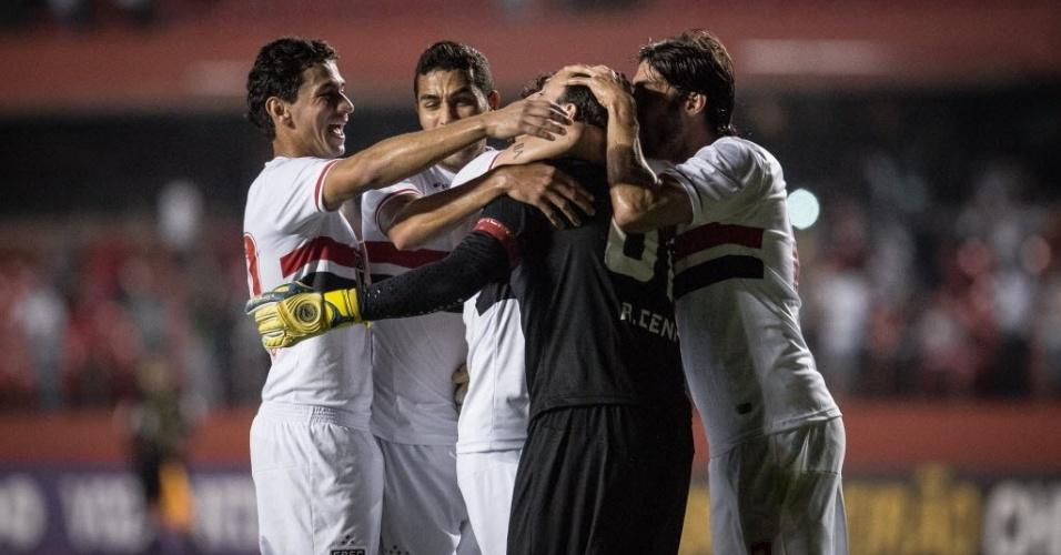 Jogadores do São Paulo comemoram após Ceni marcar de pênalti contra o Flamengo (24.set.2014)