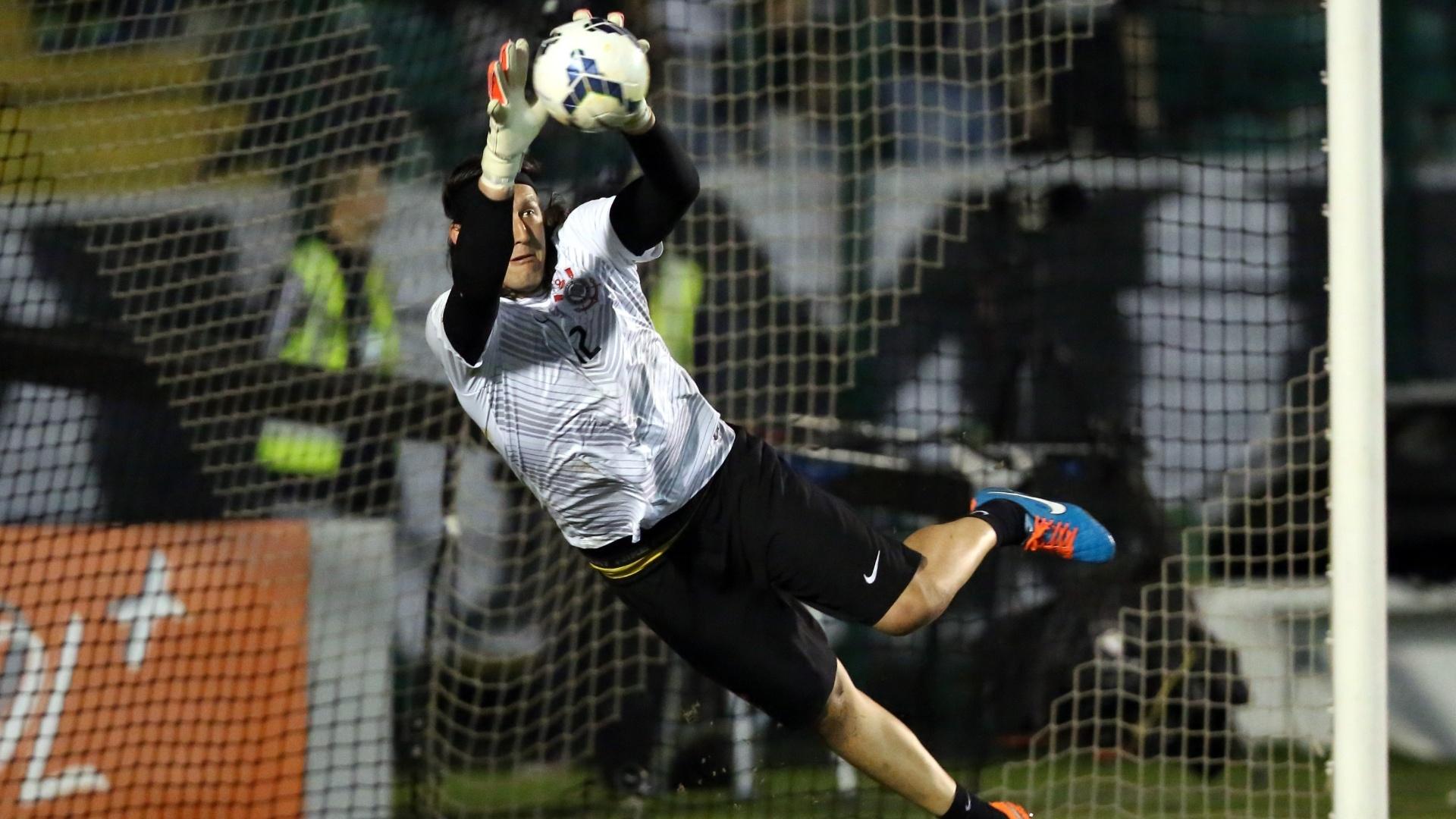 Cássio faz aquecimento para jogo contra Figueirense