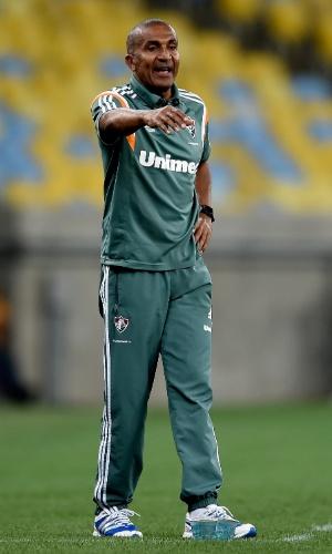 Cristóvão Borges orienta equipe do Fluminense no Maracanã